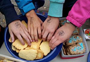 Fuß-Kekse auf dem Schulfest