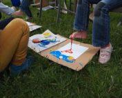 Aktion: Malen mit dem Fuß